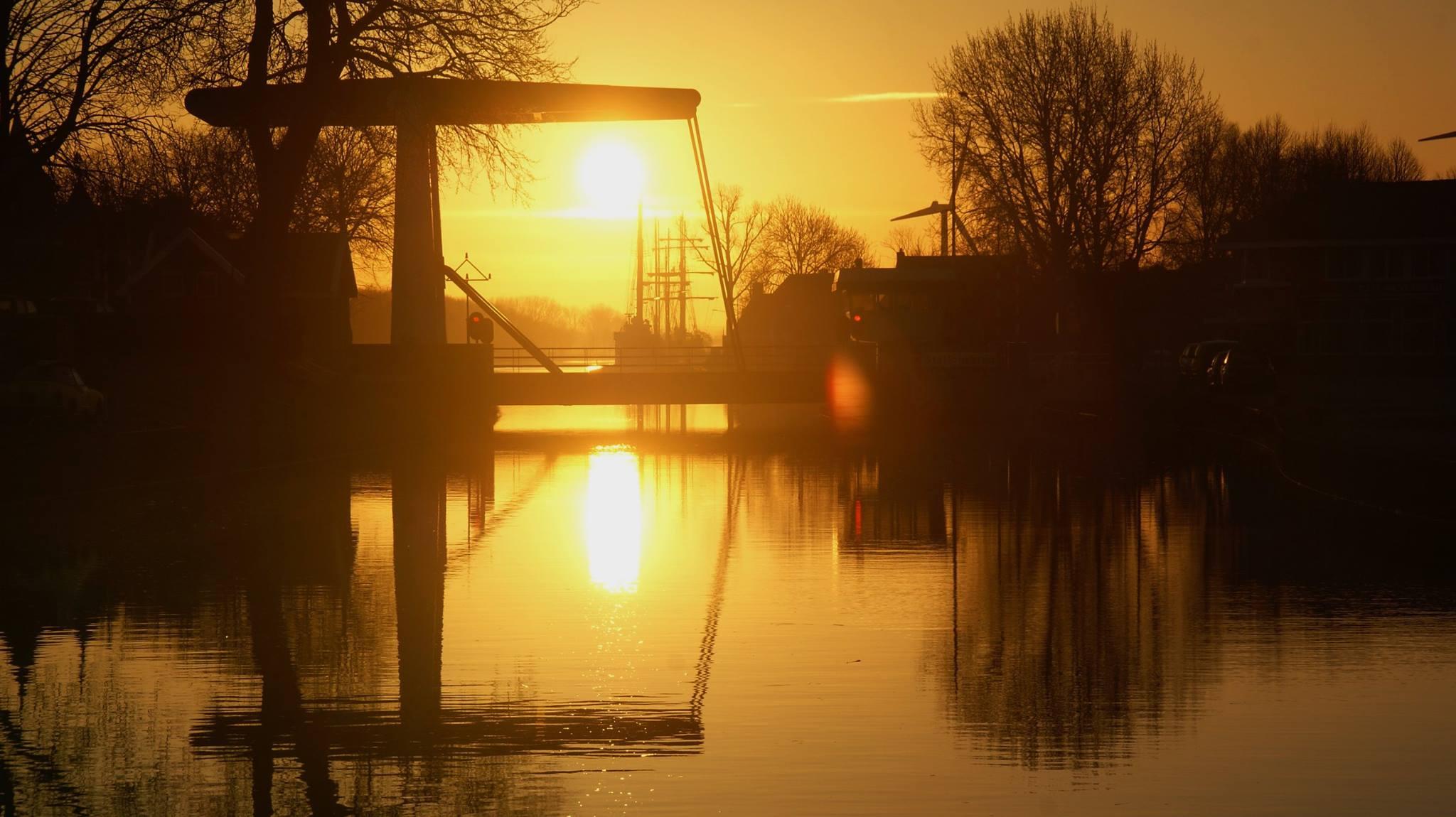 Brug-met-zonsondergang-maart-2015