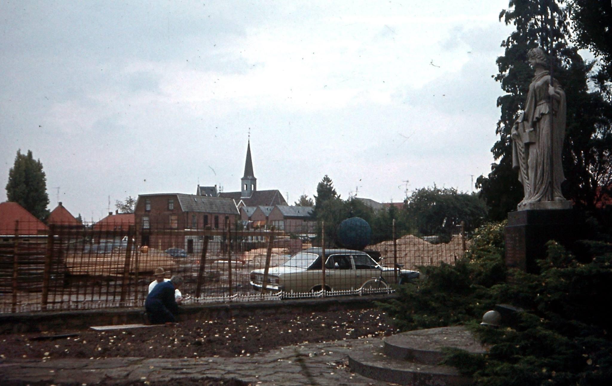De-Bink-in-aanbouw-1974-rechts-staat-nu-Rabobank