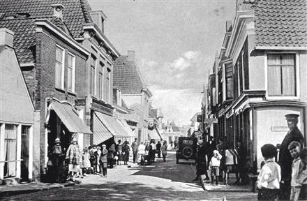 Dijkstraat-met-links-Intertoys