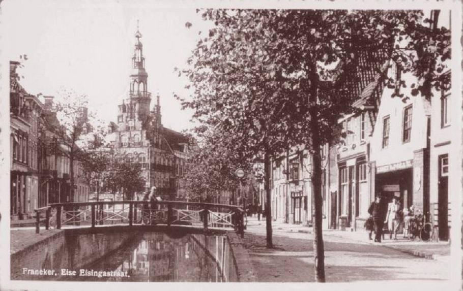 Eise-Eisingastraat-met-stathuis-jaren-60-of-zo