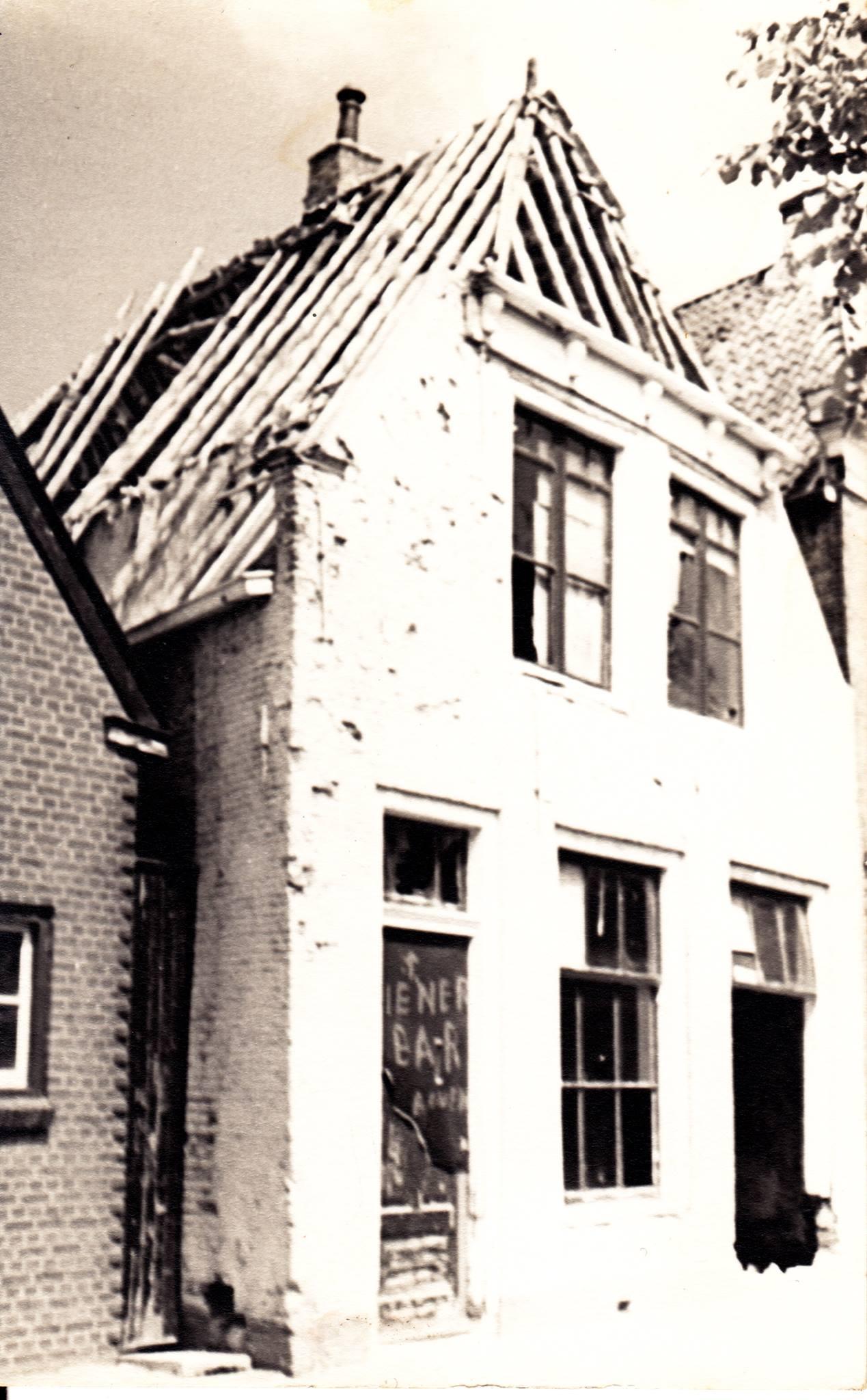 Expert-afbraak-voor-parkeerplaats-huis-rechts-1967