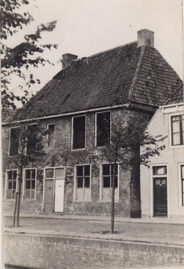 Expert-huisen-afgebroken-voor-parkeerplaats-1967